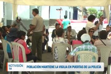 POBLACIÓN MANTIENE LA VIGILIA EN PUERTAS DE LA POLICÍA