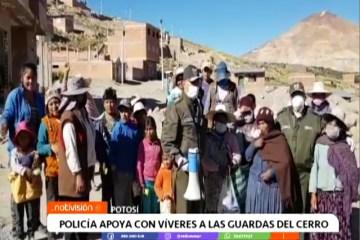 POLICÍA APOYA A LAS GUARDAS DEL CERRO CON VÍVERES
