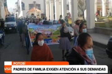 PADRES DE FAMILIA EXIGEN ATENCIÓN A SUS DEMANDAS