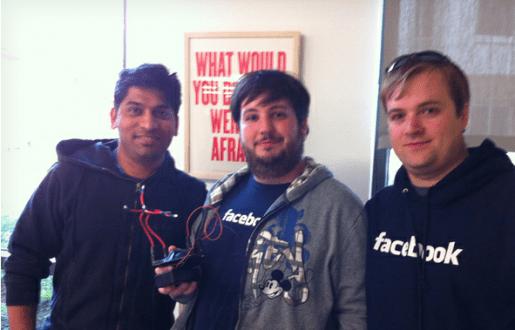 El grupo de ingenieros que intervino el botón que Zuckerberg accionó por la mañana