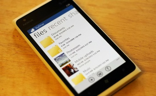 SkyDrive viene integrado por defecto en Windows Phone, aunque existe una versión para iOS.