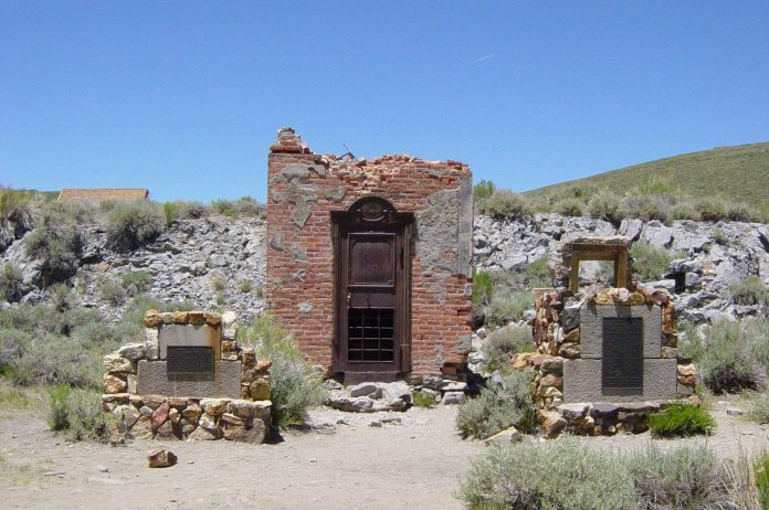 Bodie_Bank_ruins_in_Bodie,_California