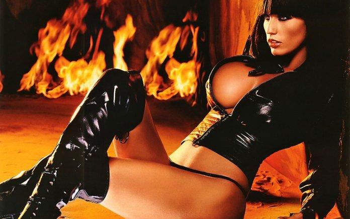 katie-price-jordan-exotic-in-black-leather-1-1920x1200