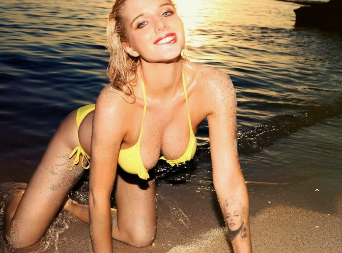 Helen Flanagan - FHM France October 2013 4