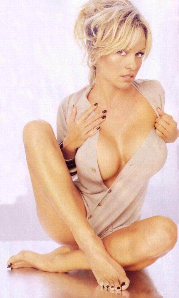 pamela_anderson_topless