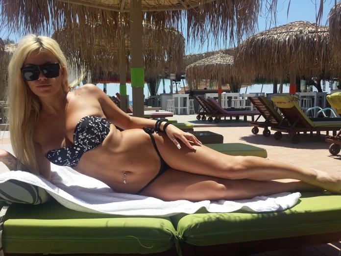 Athina-Naya-Hot-Bikini-Santorini-2