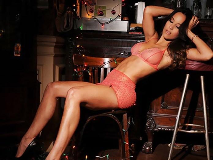 mini-Lourdes-Sanchez-topless-okokoras-6