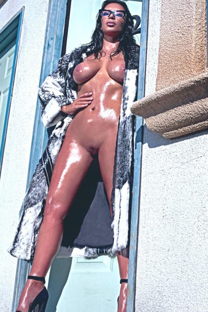 Kim-Kardashian-Nude-And-Eyebrowless-In-Love-Magazine-13-760x1140