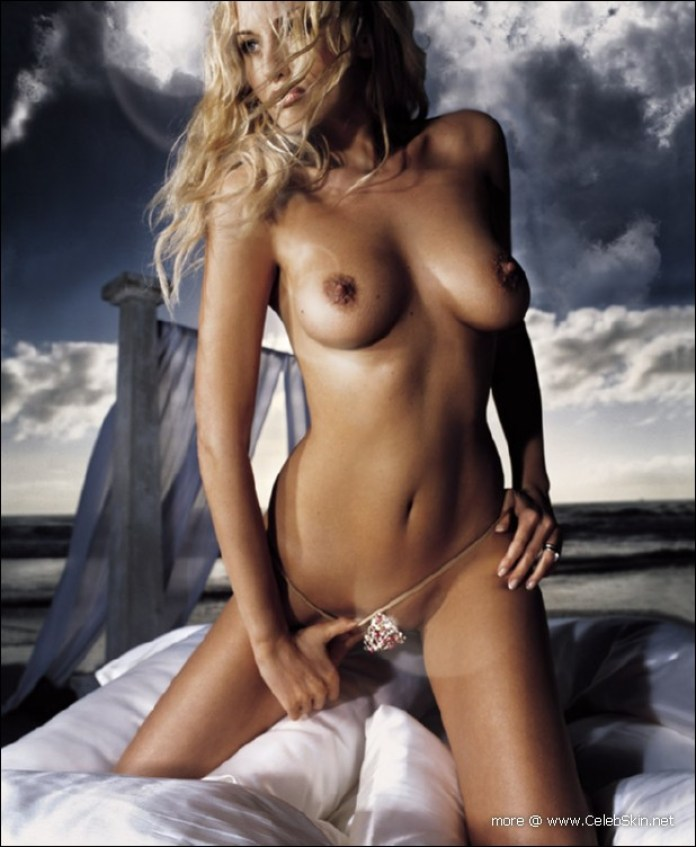 adriana-sklenarikova-nude09