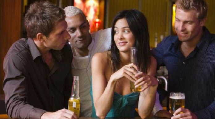 guys-flirting-with-girl