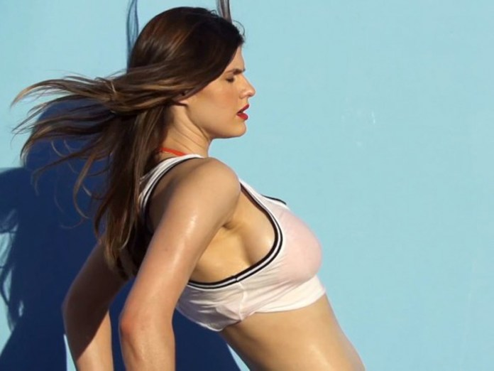 Alexandra-Daddario-in-GQ-Magazine-Shoot-BTS-07-580x435