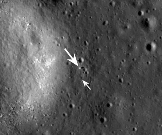 Arrow show location of the Chang'e 3 lunar lander (and telescope) and rover