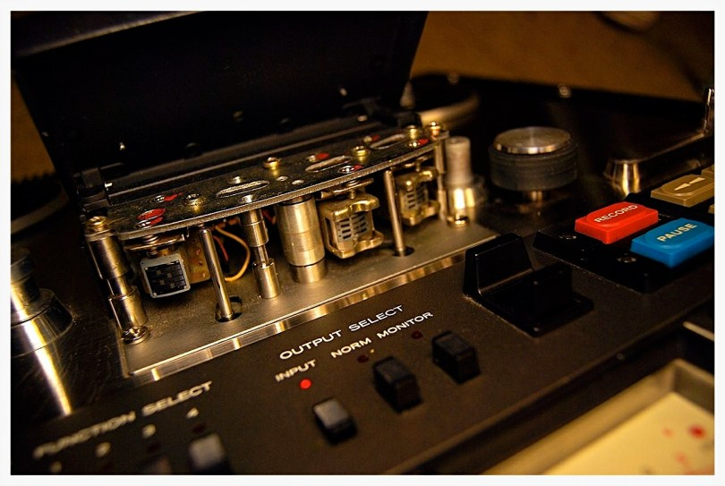close up view record playback tape heads TEAC 40-4 reel to reel