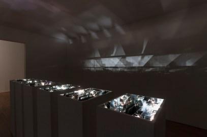 Ange Leccia, Arrangement S8, 2010. Vista de la exposición « Y he aquí la luz » (Et voici la lumière), organizada por el Centre national des arts plastiques en el Museo de Arte Miguel Urrutia, Bogotá, Colombia. Copyright photo: MAMU, 2017.