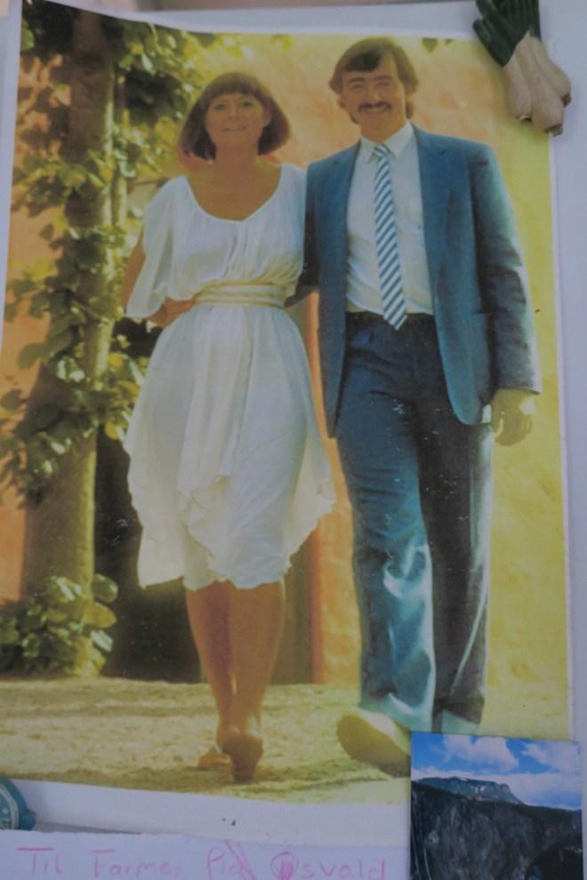 Karsten syntes da at jeg så ret 'behagelig' ud til vores bryllup i 1986, og det synes jeg egentlig også. Han har printet billedet ud til køleskabslågen.