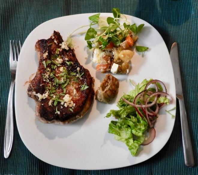 Svinekotelet med rodfrugter og andet godt