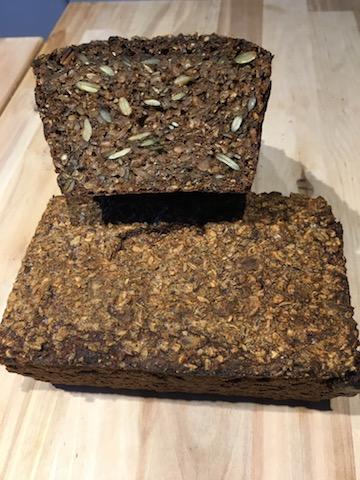 Rugbrød med kerner og hvidtøl