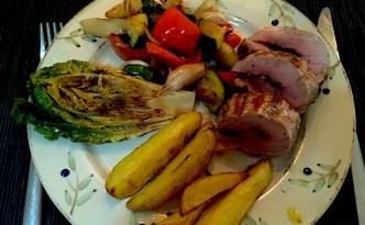 Grillet svinemørbrad med grillede grøntsager