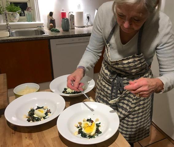 Tapas: æg i olivenolie med timian og salvie