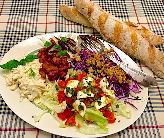 Salat med rødkål og selleri remoulade