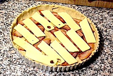 Quiche med bacon og ost