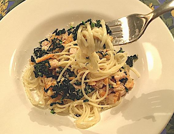 Spaghetti med palmekål og skinke