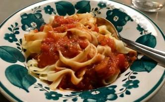 Tomatsovs med pasta