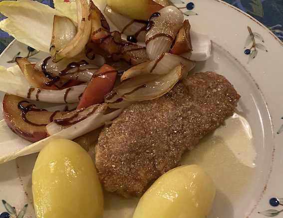 Stegt torskefilet med æble- og løgkompot