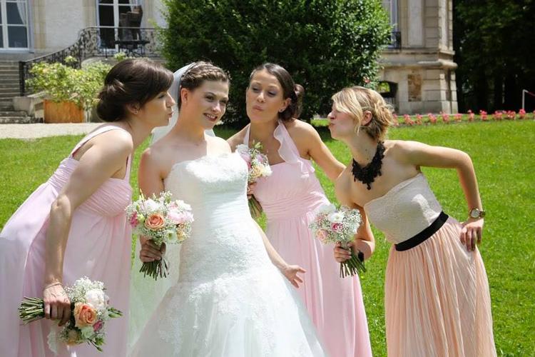 Un mariage au chateau de santeny reflets fleurs for Robes de demoiselle d honneur mariage de printemps