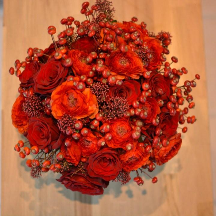 carmin pour les amoureux bouquet de fleurs a offrir reflets fleurs livraison dans la journée en ile de france