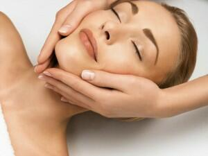 Masajul facial – pentru un ten frumos și sănătos, mereu tânăr