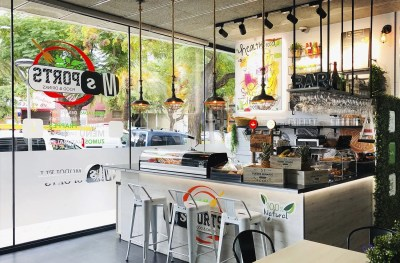 Reforma de cafetería Barcelona por Oneiros
