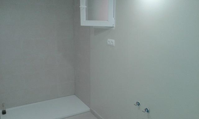 Cómo eliminar el moho en el cuarto de baño