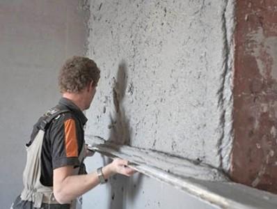 Cómo enlucir paredes con yeso