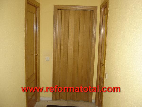 27 04 fotos puertas de madera reforma total en madrid - Pintura puertas madera ...