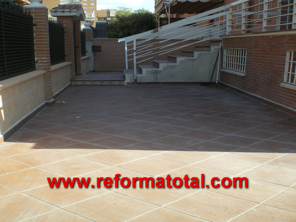 Suelos de hormigon reforma total en madrid empresa de for Suelos de patios