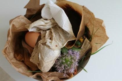 Organischer Abfall wird zu Kompost - an dieser Stelle sind uns Mikroben willkommen