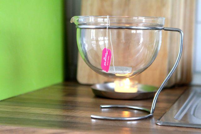Wer am Nachmittag einen koffeinfreien Kräutertee mag, ist mit Tulsi-Tee gut beraten