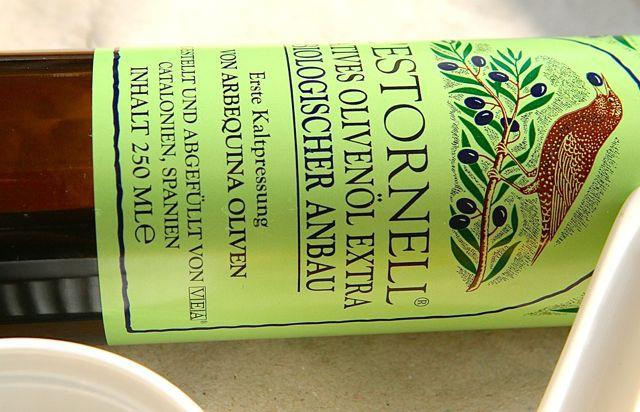 Für die vegane Mayo kann man Oliven- , aber auch jedes andere Bio-Öl nehmen
