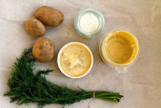Die fertig gemixte Mayo mit Zutaten für einen Pellkartoffelsalat