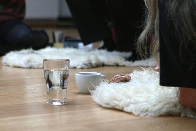 Vor und nach dem Räuchern tut ein Glas Wasser gut