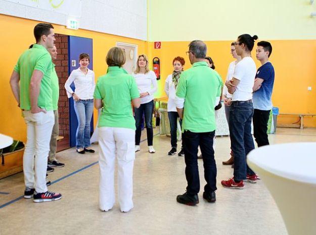 Zur Einführung des ersten Produkts kommen Trainer und Genossen von GoodLife zusammen