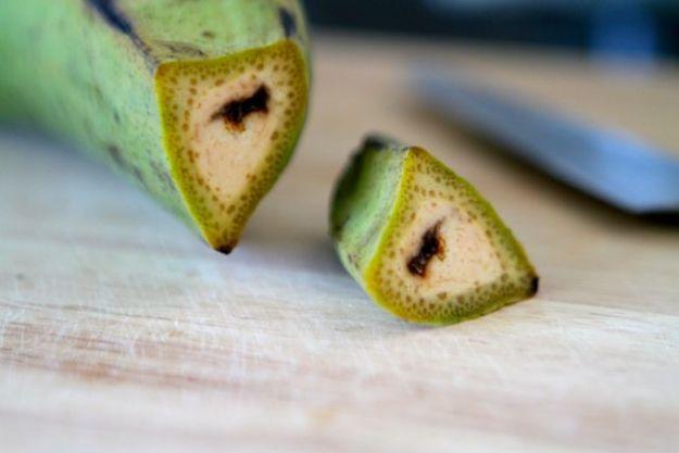 Je grüner die Kochbanane, desto unreifer, desto eher geeignet für Herzhaftes