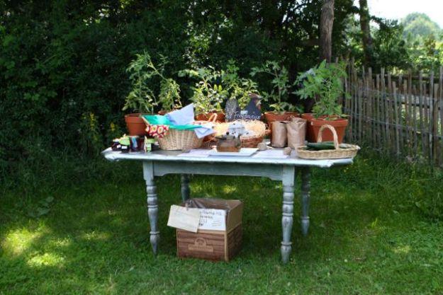 Reich gedeckert Tisch zum Sommerfest am 27.06.2015