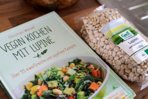 Christian Wenzel: Vegan kochen mit Lupine, Riva Verlag, 2016, 14,99 €