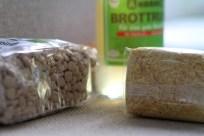 Lupinenjoghurt wird mit Brottrunk (von Kanne/Reformhaus) fermentiert
