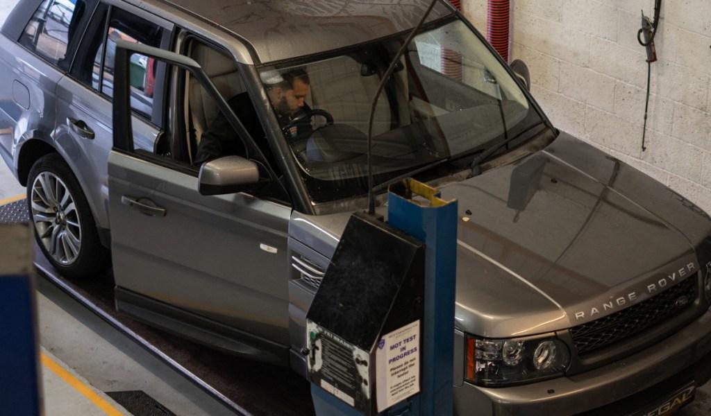 Range-Rover-service-5