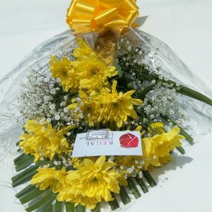 Yellow Comet - yellow chrysanthemum,million star(gypso) and palm