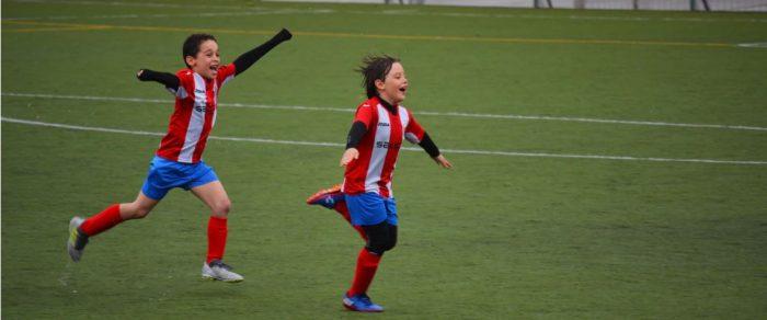 ragazzi di 13 anni che giocano a calcio