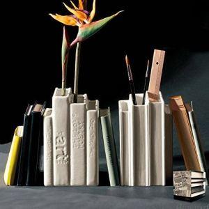 vasi a forma di libri